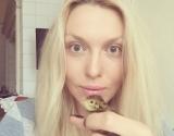 Оля Полякова перестала краситься и занялась разведением домашнего скота (фото)