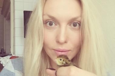 Именинница Оля Полякова показала уникальное детское фото с мамой (фото)