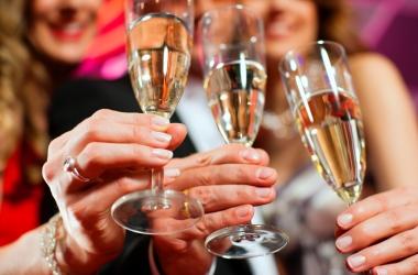 Как пить в новогоднюю ночь: топ-4 совета, чтобы повеселиться, но не напиться