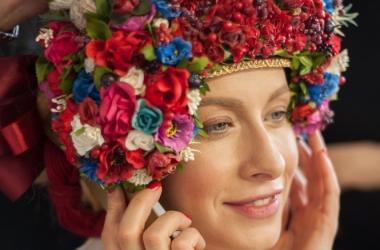Фотопроект «Щирі»: 15 известных украинок примеряли коллекционные украинские наряды