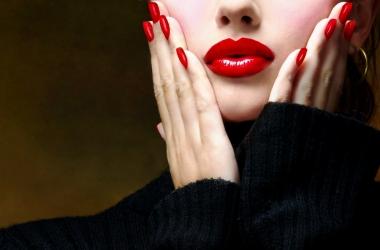 Маникюр на Новый год 2015: 4 модных оттенка лака для ногтей