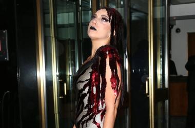 Беременная Леди Гага больше не может скрывать округлившийся живот