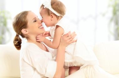 Идти работать или остаться с ребенком дома?