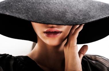 Уход за кожей и волосами: отличный метод против морщин под глазами и выпадения волос