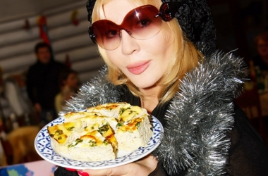Пирог к Новому году 2015 от Ирины Билык: звезда рассекретила семейный рецепт новогоднего пирога