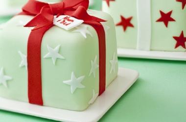 Вкусные новогодние украшения: марципановые игрушки, пряничные звезды