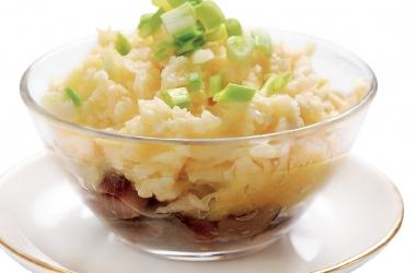 Блюда для новогоднего стола 2015: необычный салат из селедки с яблоком
