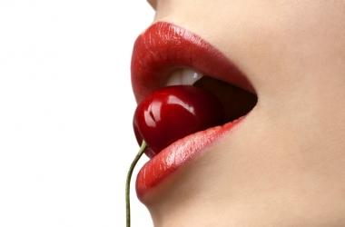 Трещинки на губах: скорая помощь и профилактика