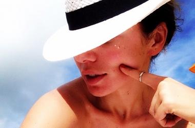 Анна Седокова: все прелести открытого купальника (фото)
