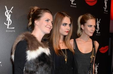 Красивая семейка: Кара Делевинь с сестрами и папой на вечеринке YSL