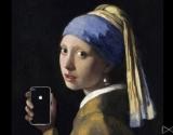 iPhone, iPad и другие гаджеты на фоне настоящих произведений искусства: ироничная экспозиция на выставке Art x Smart