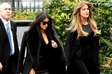Ким Кардашьян и Хлои Кардашьян соперничают в черных нарядах: кто красивее?