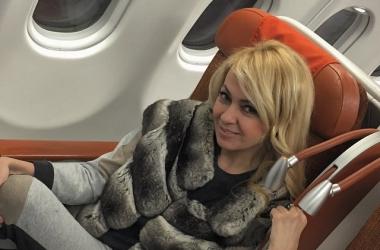 Яна Рудковская носит зимние шапки с вуалью