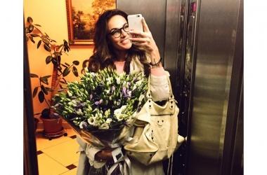 Алена Водонаева одетая и раздетая: все внимание на красивую грудь