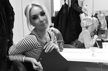 Лера Кудрявцева снова коротко подстриглась и не изменяет прозрачным платьям