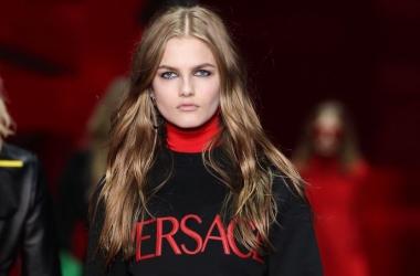 Стильный показ от Versace осень/зима 2015, видео