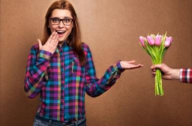 Видео подарок девушке на 8 марта доставка цветов онлайн чебоксары