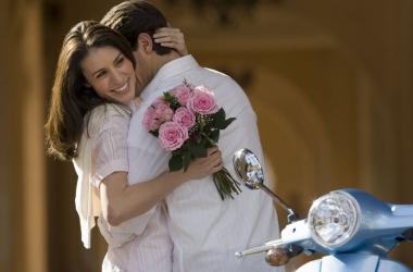 Самые нежные и романтичные короткие смс поздравления любимой девушке и жене с 8 марта