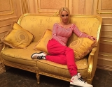 Лера Кудрявцева без макияжа и фотошопа: звезда сделала фото специально для одной подписчицы