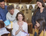 Как прикольно и красиво маму поздравить с 8 марта: 3 простых идеи для оригинального поздравления