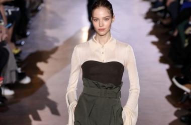 Показ Стеллы Маккартни осень/зима 2015 на неделе моды в Париже, видео