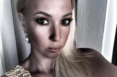 Лера Кудрявцева надела очень короткое платье