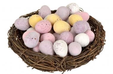 Пасха 2015: как красить яйца ягодами и специями (видео)