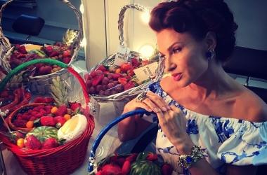 Эвелина Бледанс показала потрясающие торты с мультяшными героями