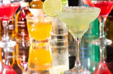 Майские праздники: первая помощь при алкогольном отравлении