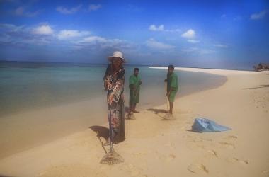Лена Ленина вместо отдыха на Мальдивах устроилась там уборщицей пляжа (фото)