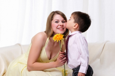 Прикольные короткие смс поздравления с Днем матери