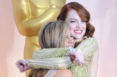 Дженнифер Энистон и Эмма Стоун: что вытворяют подруги на публике
