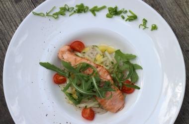 Блюдо для пикника: Легкий салат из норвежской семги. Мастер-класс от шеф-повара