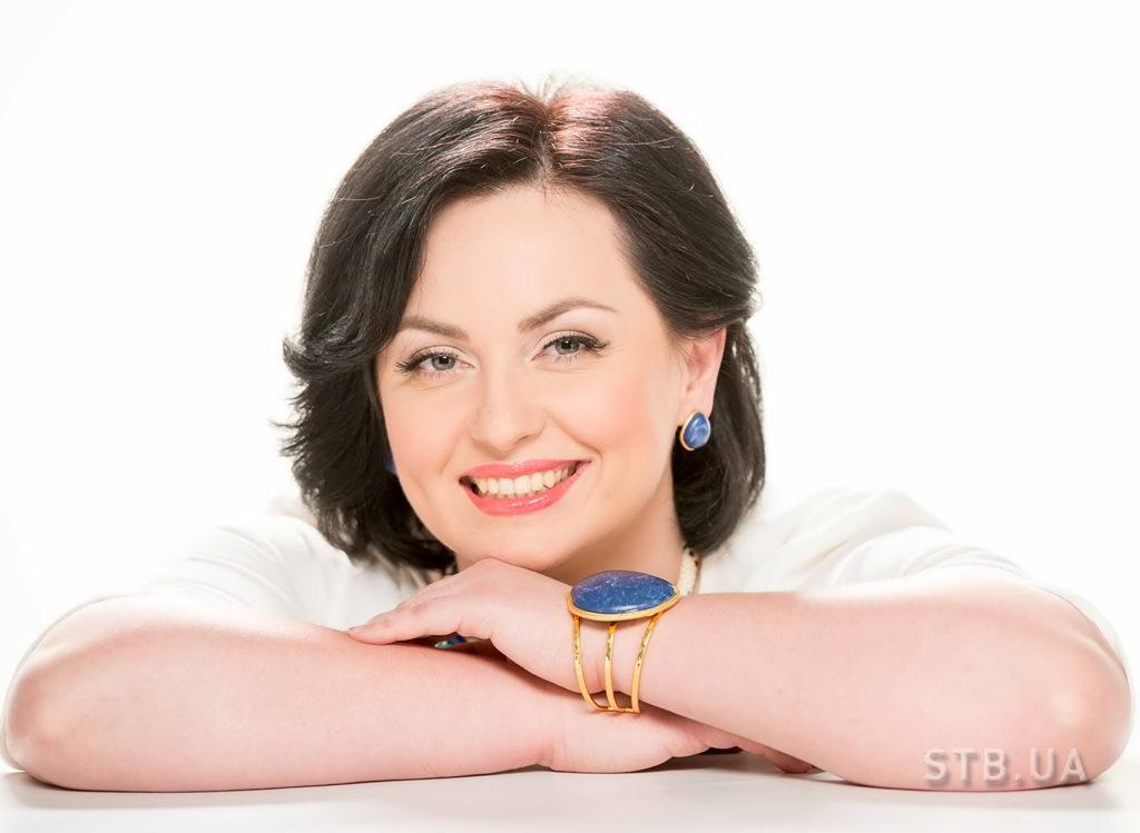 Ведущая Анна Кушнерук Медицинское ток-шоу За живе! на телеканале СТБ с 6 апреля