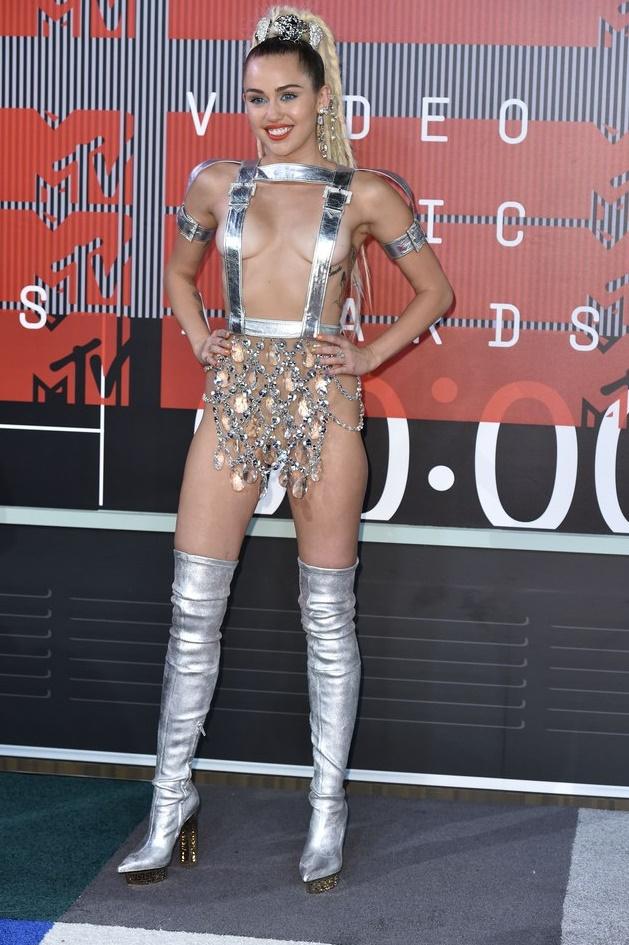 Майли Сайрус - MTV Video Music Awards 2015