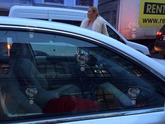 Автомобиль Анастасии Волочковой обстреляли