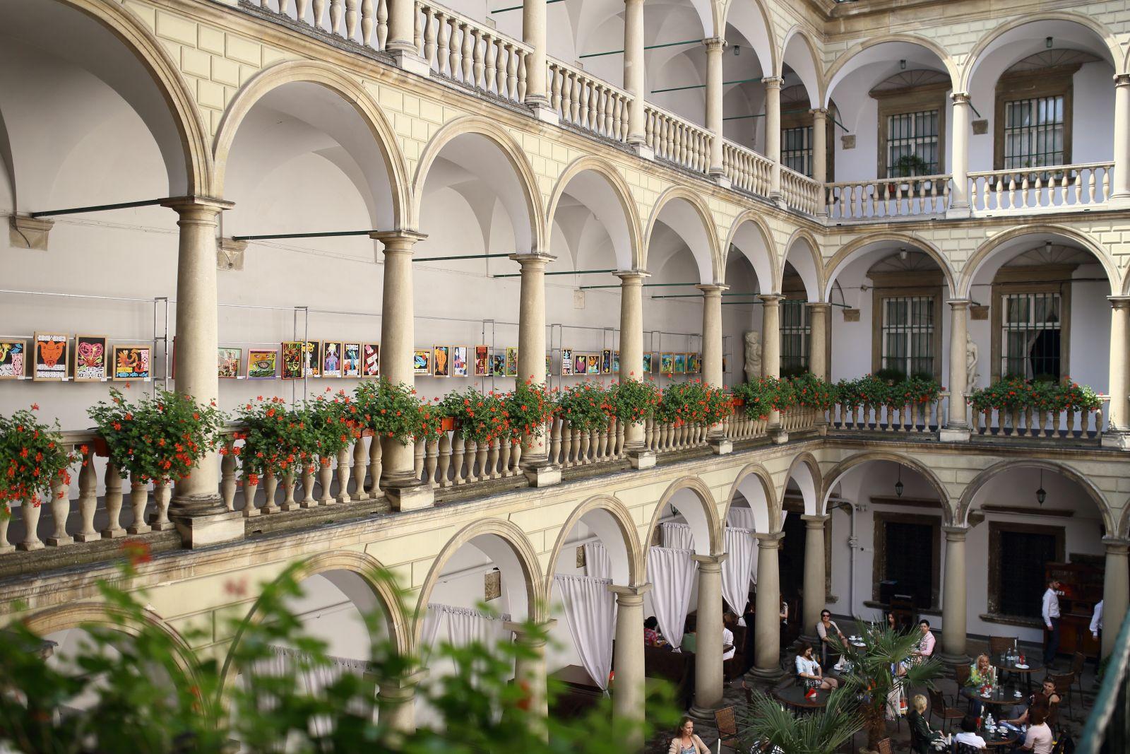 Где поесть во Львове Итальянский дворик