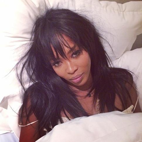 Наоми Кэмпбелл постель фото