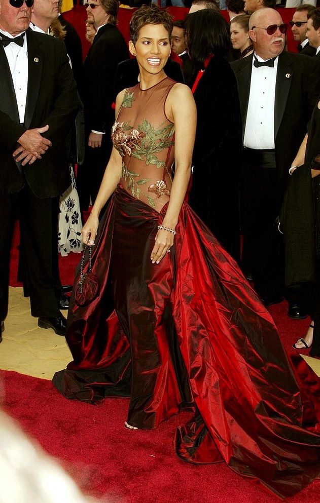 Рианна, Гвинет Пэлтроу и Кристина Агилера: звезды, которые носят откровенные наряды - Фото