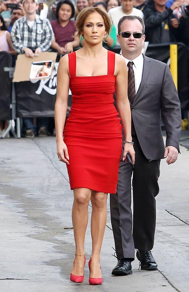 Дженнифер Лопес в красном платье