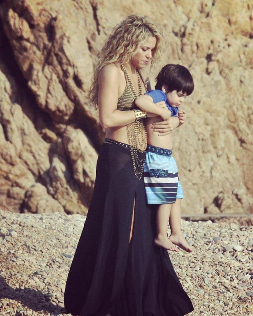 Шакира показала идеальный живот через 8 месяцев после рождения второго сына - Фото