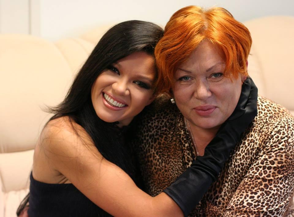 Руслана Лыжичко с мамой