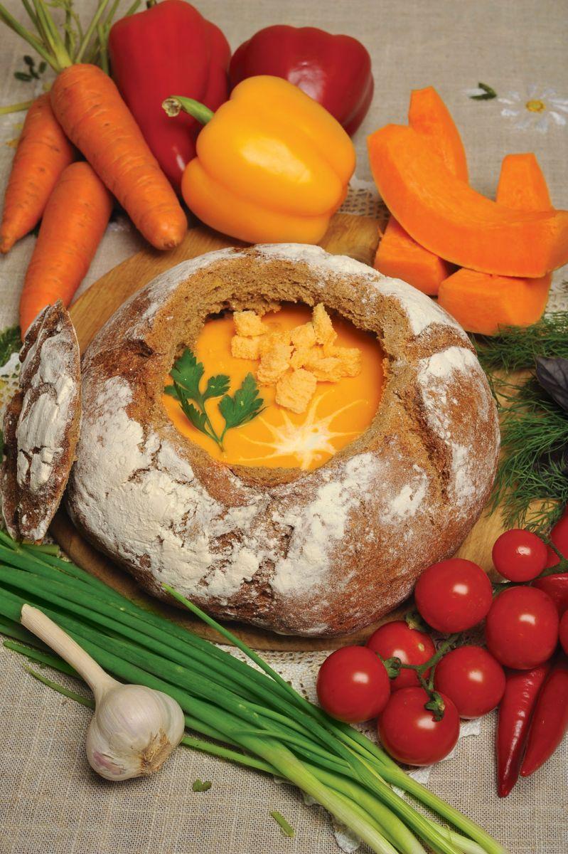 """Рецепт дня от """"Веселої Корівки"""": тыквенный суп в хлебе (пошаговый рецепт с фото)"""