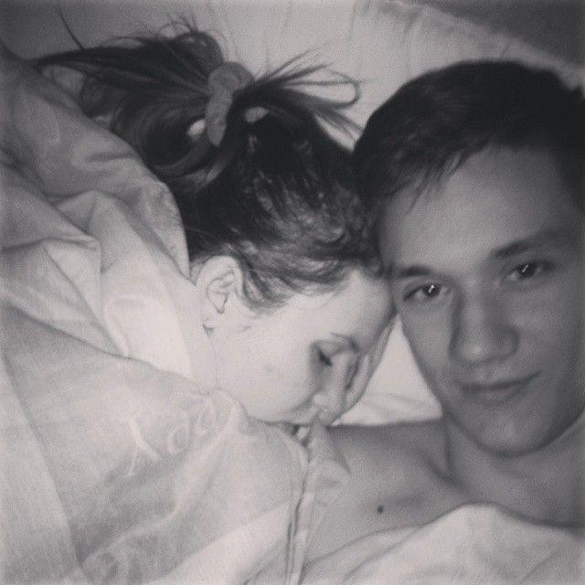 Девушка сексом парнь спат