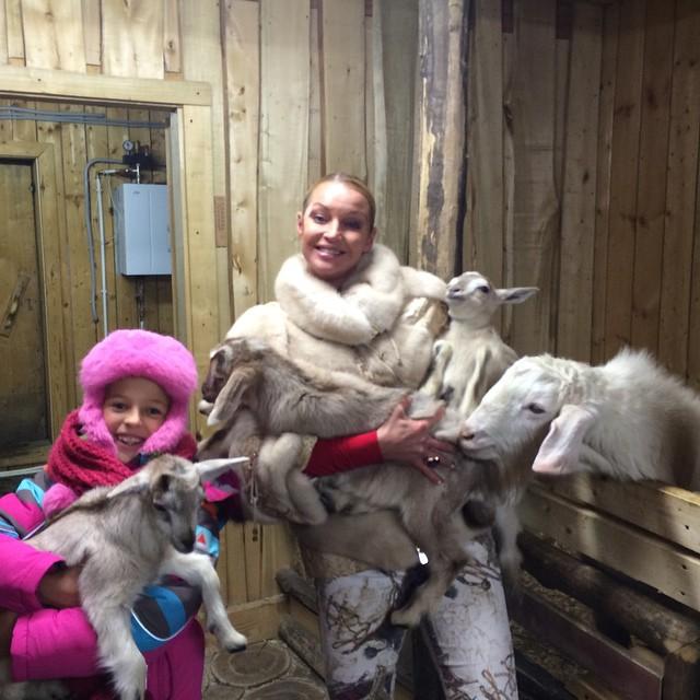 Анастасия Волочкова с дочкой Аришей фото
