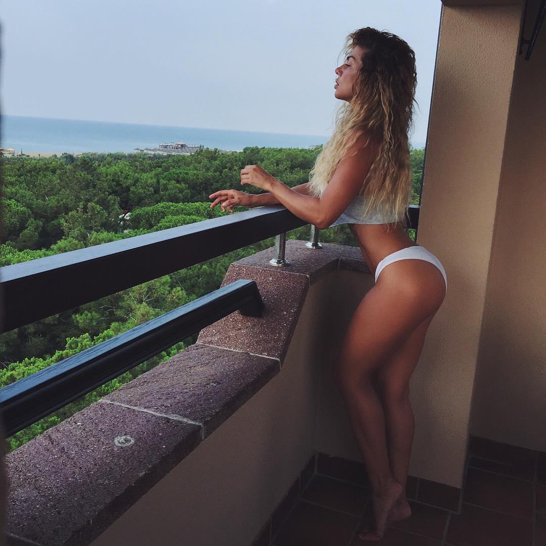 Анна Седокова в бикини фото