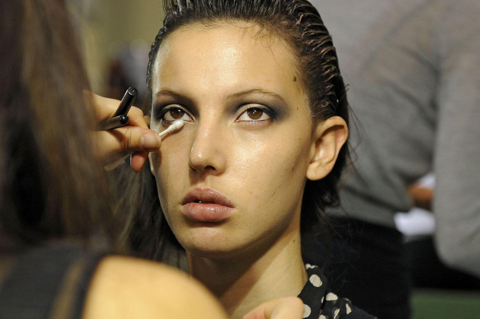макияж с серыми тенями