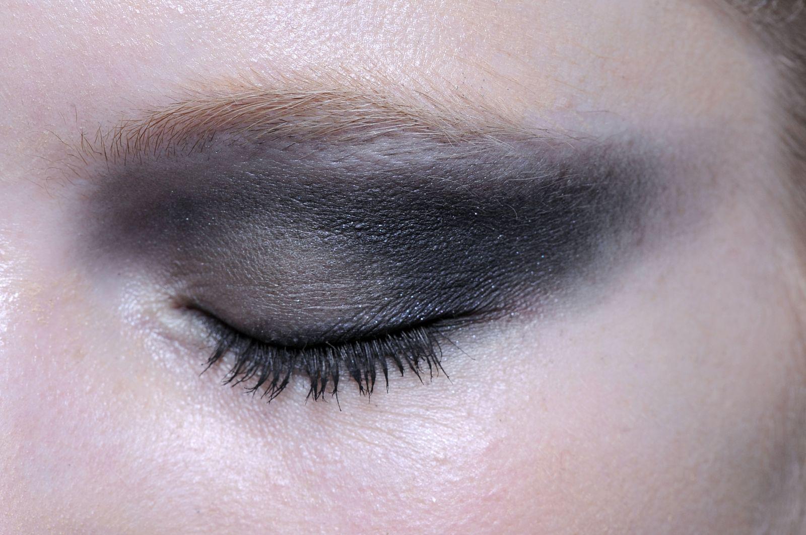 серый макияж