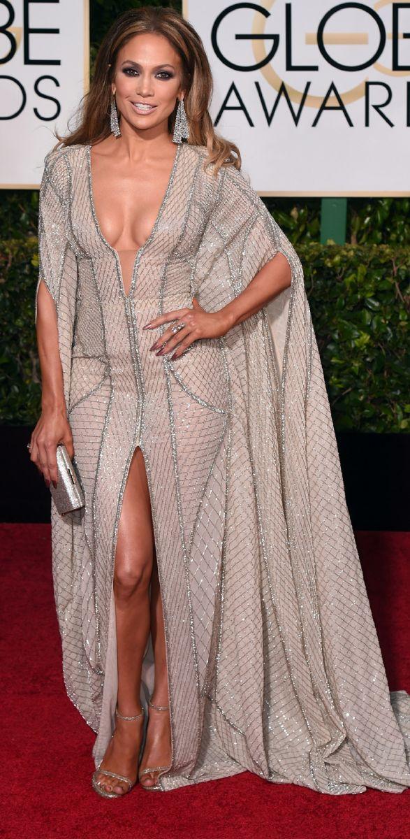 Дженнифер Лопес в откровенном платье