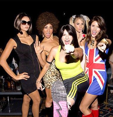 Хэллоуин 2015: Нина Добрев перевоплотилась в одну из участниц поп-группы Spice Girls (фото)